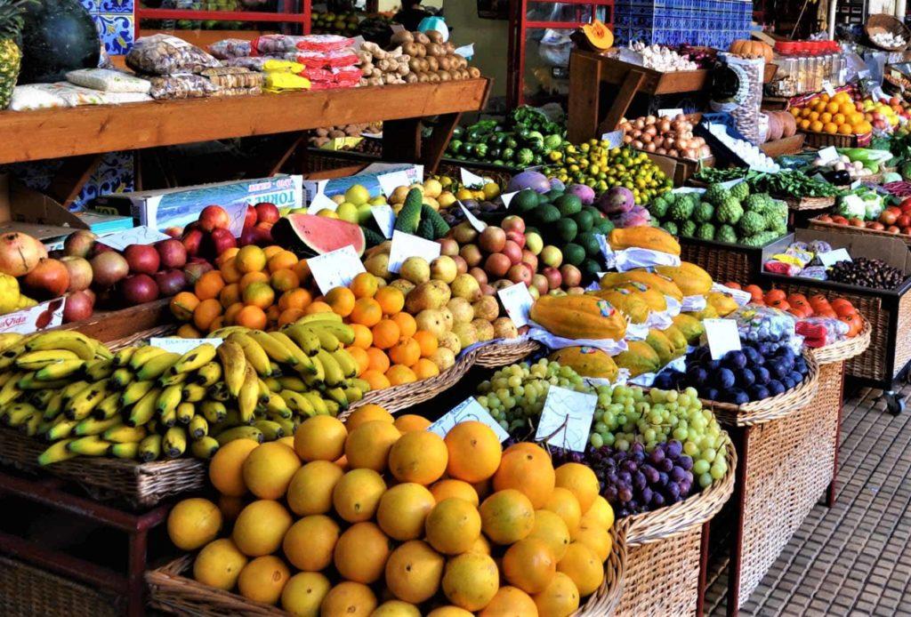 Gesunde Ernährung: Basis für ein gesundes Leben. Wer sich ausgewogen ernährt, erhöht seine Chancen, länger gesund, beweglich und geistig fit zu bleiben.
