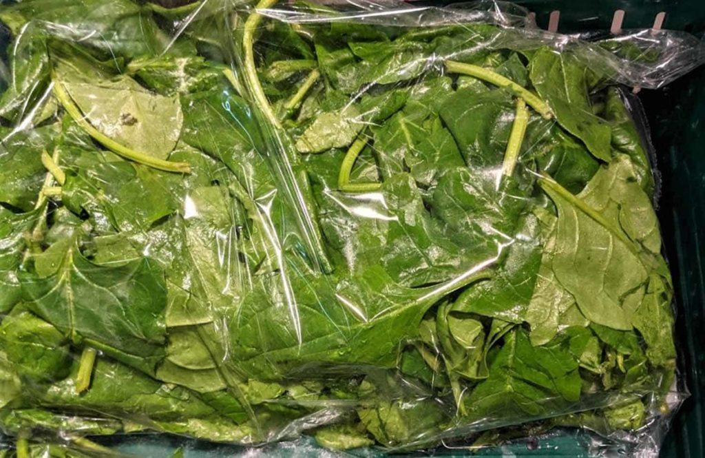Eines der besten Blattgemüse – Spinat; ein regionales Superfood der Extraklasse, sie erhalten allgemeine Informationen über den Spinat, sie erfahren welche großartigen und gesunden Inhaltsstoffe sich in dem Spinat verstecken und bei welchen Beschwerden er helfen kann Haltbarkeit und Lagerung von Spinat-Er&Ge