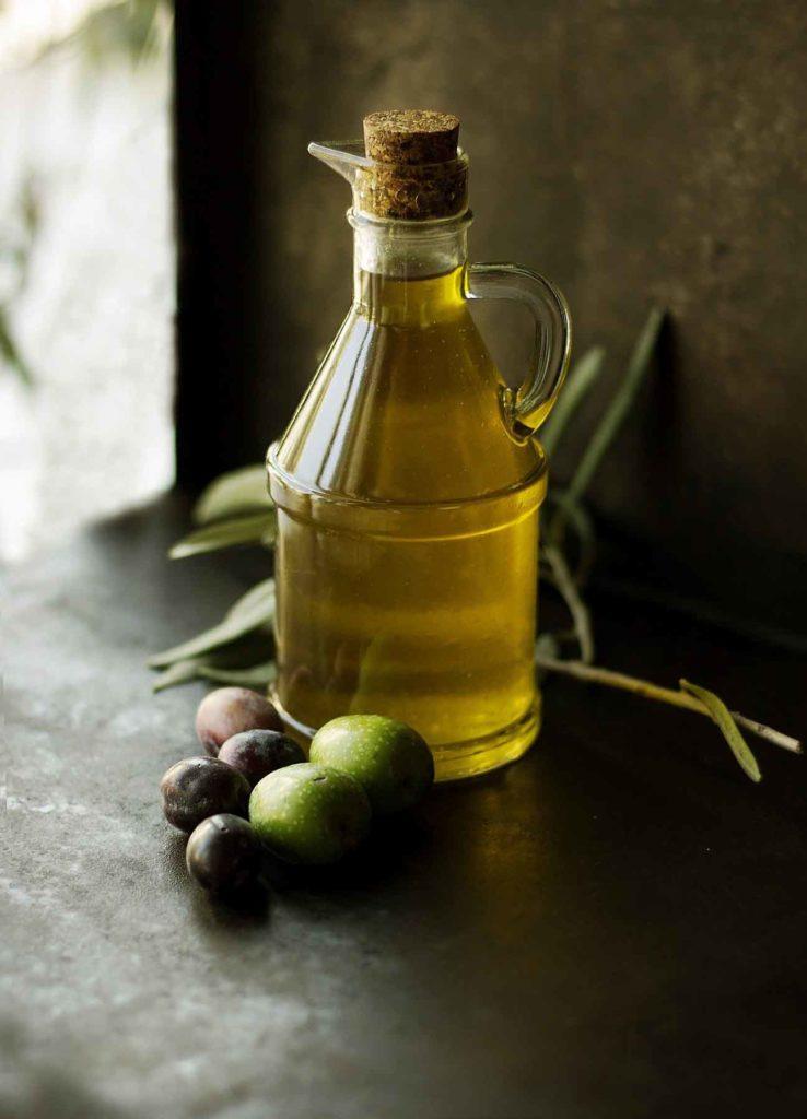 Olivenöl-das Allheilmittel- Olivenöl mit Oliven - BellsWelt