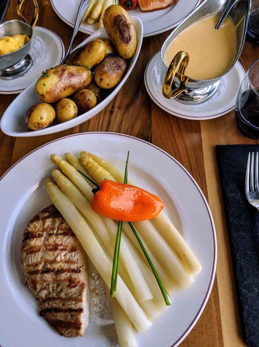 Spargel- -die Königin der Gemüse- Spargel mit gegrillte Hühnerbrust -BellsWelt