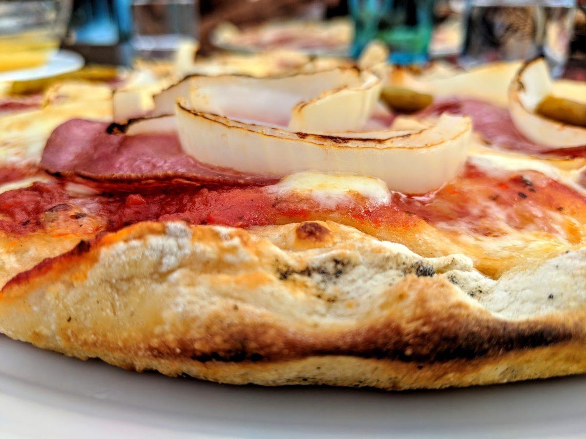 Zwiebeln-heilsames und gesundes Gemüse - Pizza mit Zwiebelringen - BellsWelt