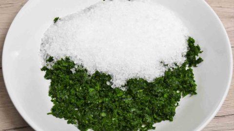Salz – weißes Gold oder ungesund - Salz zugeben - BellsWelt