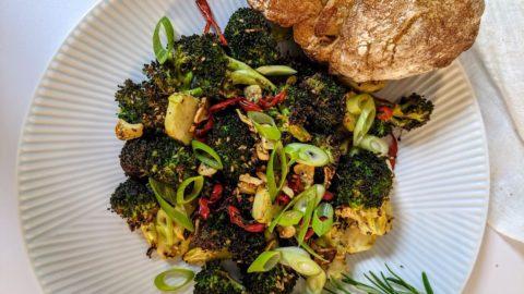 Gerösteter Brokkoli aus der Heißluftfritteuse - Anrichten - BellsWelt