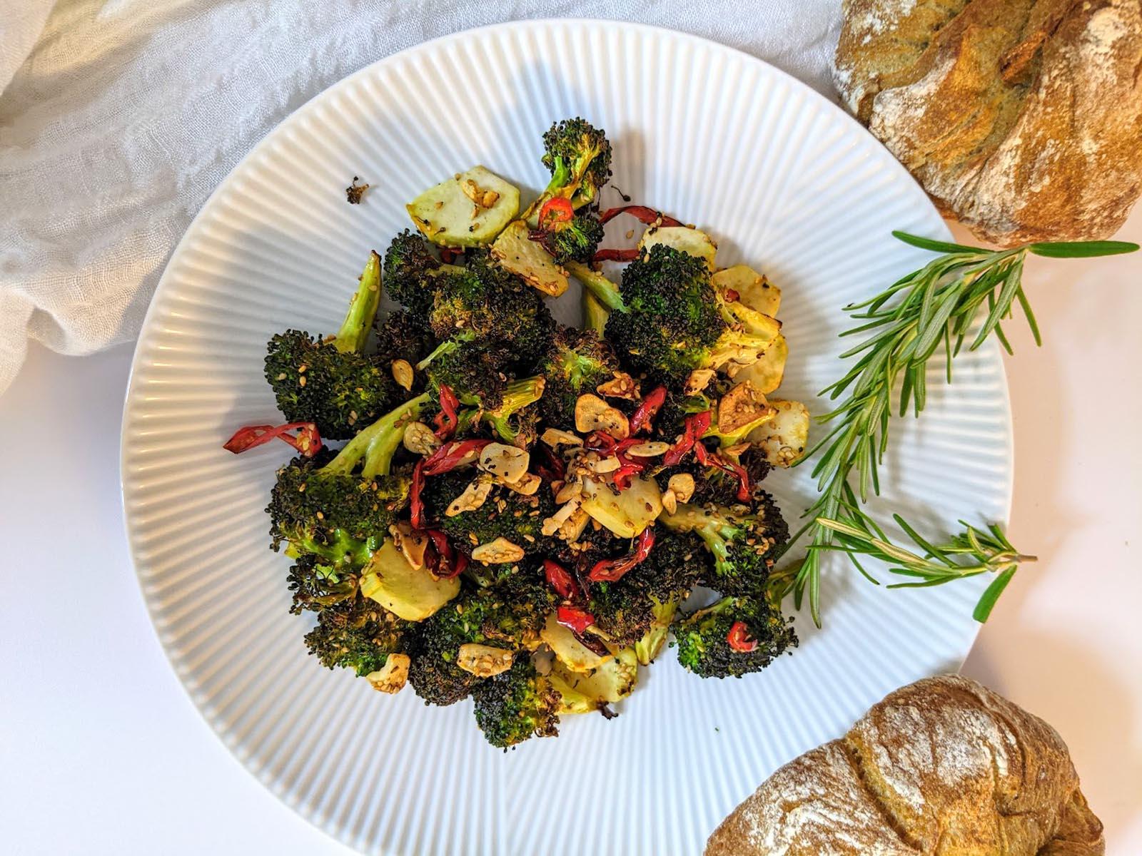 Gerösteter Brokkoli aus der Heißluftfritteuse - Titel - BellsWelt
