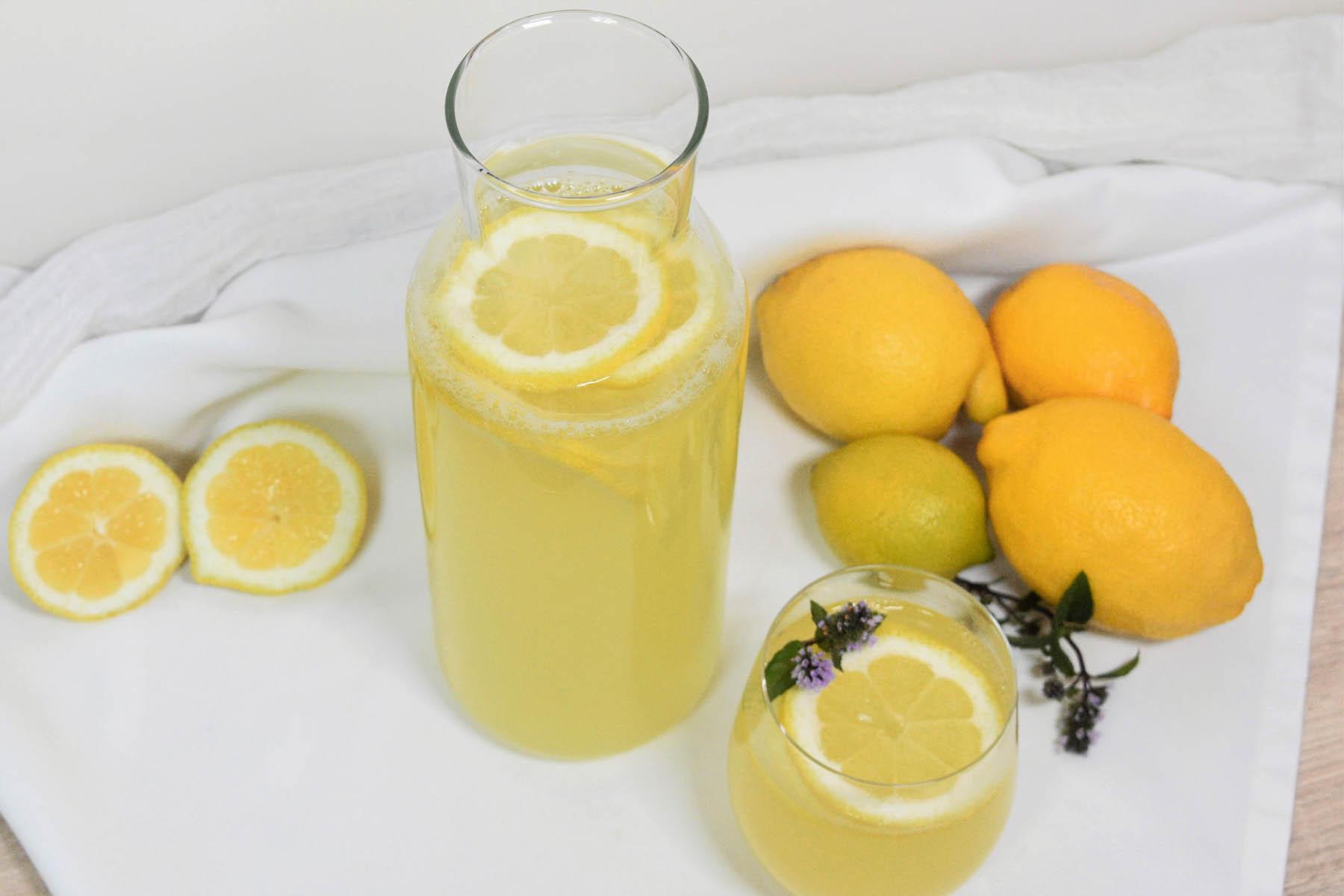 Zitronenwasser mit Honig-Rezepttitel- BellsWelt