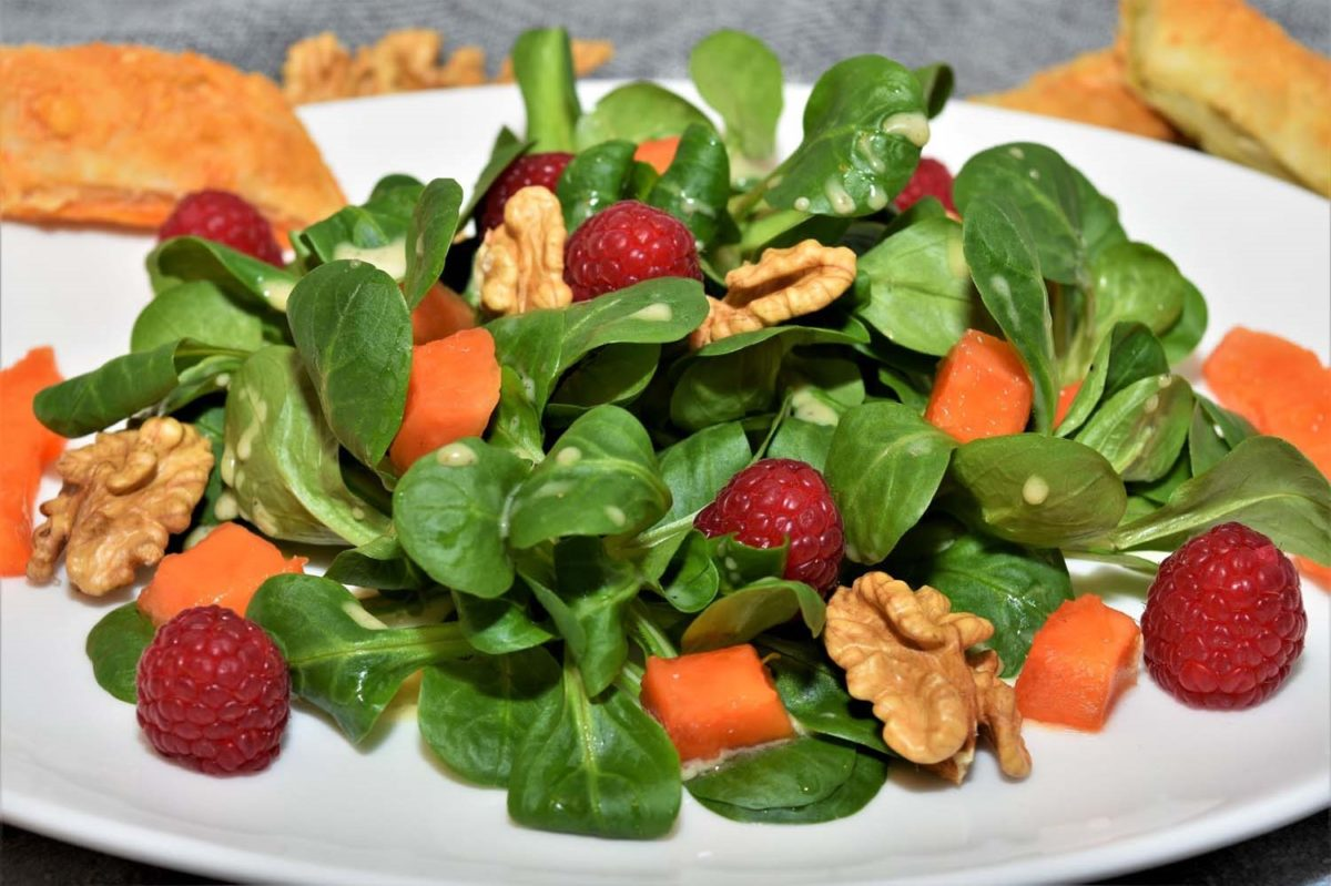 Pflanzenbasierte Ernährung - Feldsalat mit vielen Vitaminen und großartigem Geschmack - BellsWelt