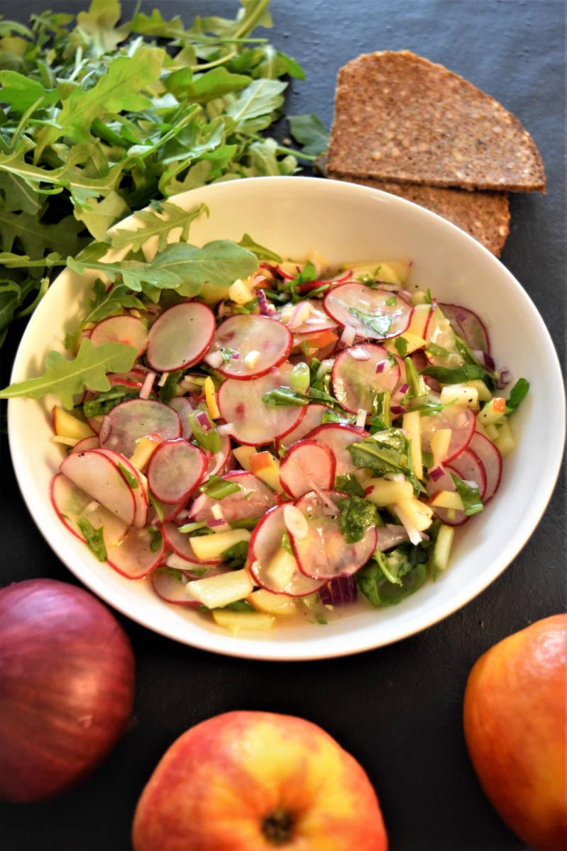 Pflanzenbasierte Ernährung - Radieschen-Apfel Salat - BellsWelt