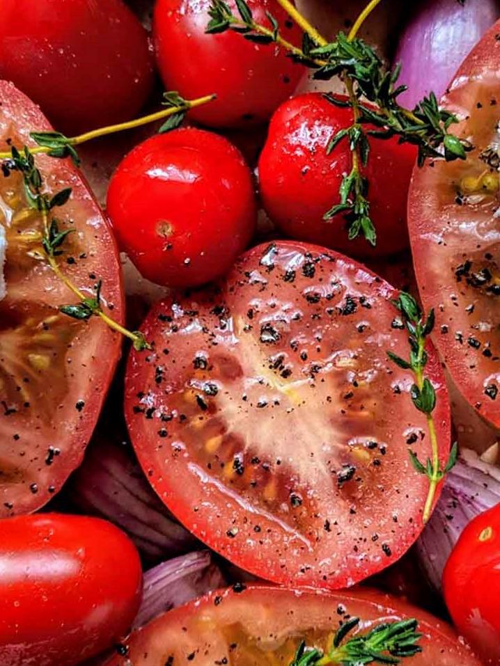 Pflanzenbasierte Ernährung - Tomaten - vorbereitet zum Backen - BellsWelt